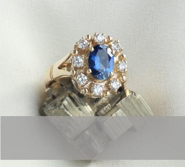 Изработка на годежни пръстени от злато или сребро с естествени камъни и диаманти.