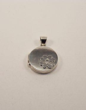 ръчно изработен сребърен медальон с инициали